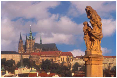 DP01_Statue of St Ann (on Karlov Most) with St Vitus Cathedral behind
