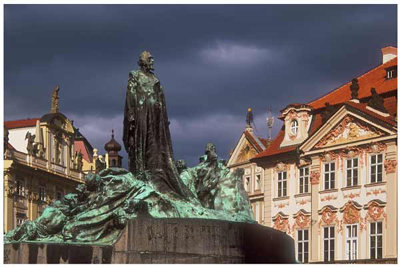 DP05_The Jan Hus Memorial in the Old Town Square